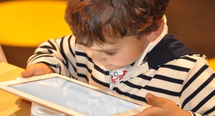 El uso del WiFi en las escuelas primarias en Francia restringido por la ley